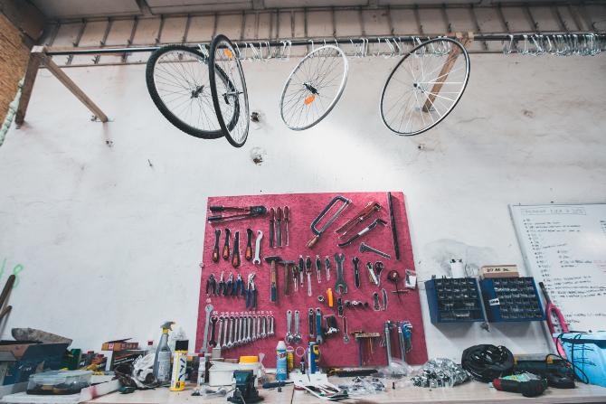 nářadí na opravu kola potřebuješ fakt hodně